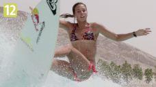 Ekstremalna kolekcja - seksowna surferka na sztucznej fali