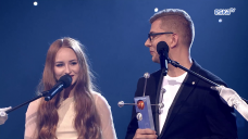 ESKA Music Awards 2016: Littlemooonster96 wręcza nagrodę Antkowi Smykiewiczowi