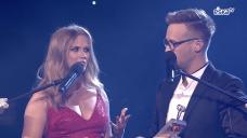ESKA Music Awards 2016 - Agnieszka Kaczorowska wręcza statuetkę Sylwii Grzeszczak