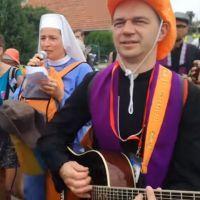 Despacito na pielgrzymce w wykonaniu polskiej zakonnicy! Takiej wersji nie było [VIDEO]