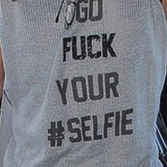Kto tak ostro wyraża swój stosunek do mody na #SELFIE?