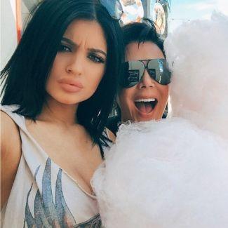 Kylie Jenner obżera się słodyczami! Skończy jako trzeci WIELKI TYŁEK w rodzinie?tyłek kim kardashian, kylie jenner dieta, kylie jenner obżera się, wielkie tyłki, tyłek khloe kardashian, Khloe Kardashian, Kim Kardashian, Kylie Jenner