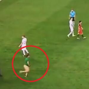 Golas na boisku - kibic wbiegł na murawę w meczu Polska Portugalia