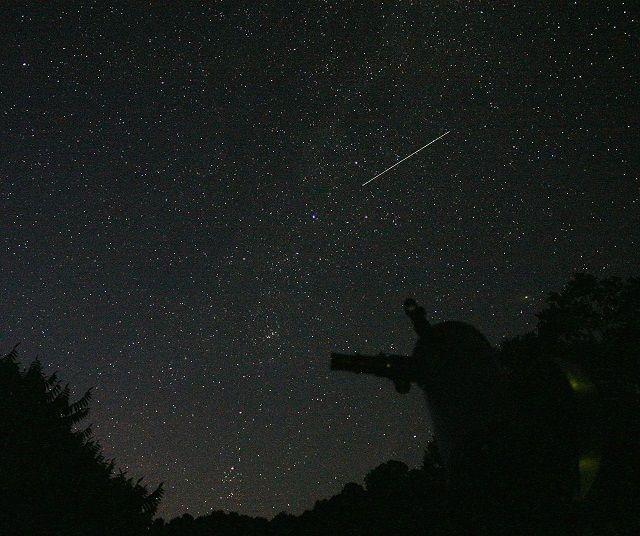 Perseidy czy meteoryty? Co będziemy oglądać w noc spadających gwiazd?