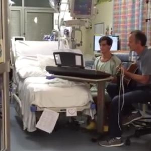 Wzruszający wykon 16-latka na chwilę przed operacją! 'Dobra robota, dzieciaku'
