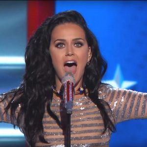 Katy Perry śpiewa Rise i Roar dla Hilary Clinton