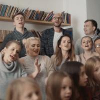 Świąteczna piosenka z reklamy Polsat - kto śpiewa utwór?