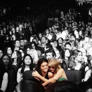Selena Gomez i Taylor Swift znowu się przyjaźnią! ZDJĘCIA!Selena Gomez zdjęcia, Selena Gomez instagram, ama 2014, american music awards 2014, Selena Gomez i Taylor Swift, Taylor Swift instagram, Taylor Swift zdjęcia, Selena Gomez, Taylor Swift