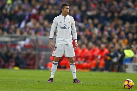 Cristiano Ronaldo strzela rzut wolny