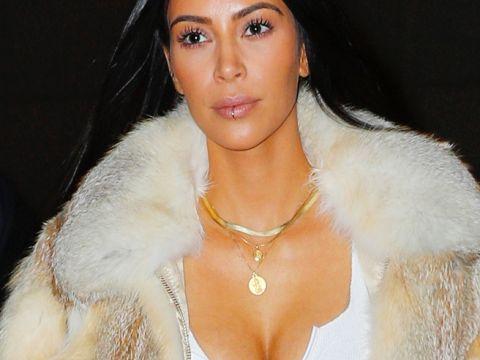 Kim Kardashian w workowatych spodniach