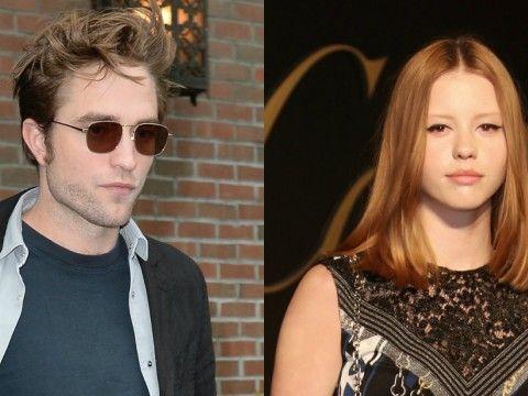 Robert Pattinson i Mia Goth
