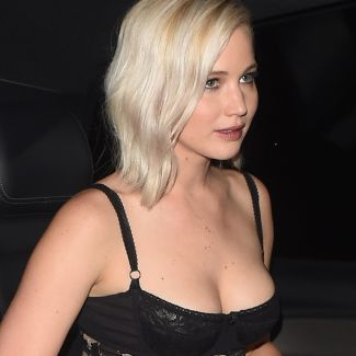 Jennifer Lawrence w staniku
