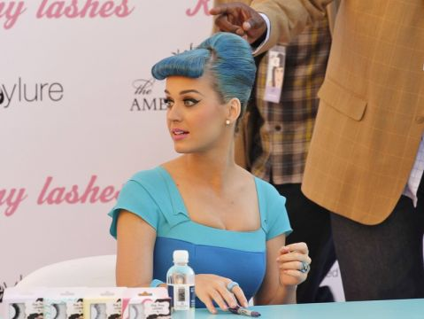Katy Perry w niebieskich włosach