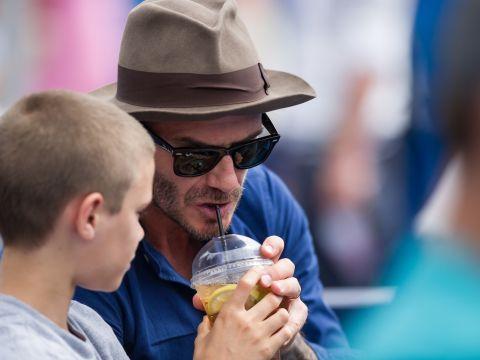 David Beckham i jego syn Romeo Beckham na meczu tenisa
