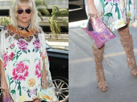 Kesha w sukience w kwiaty