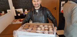 Tłusty czwartek w Poznaniu – spore kolejki do cukierni po pączki [ZDJĘCIA + WIDEO]