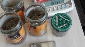 Białystok: Chował marihuanę w... słoikach po kawie