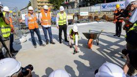 To już oficjalne - na budowie II linii metra na Woli wmurowano kamień węgielny