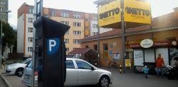 Sklepy Netto wprowadziły płatne parkowanie. Ile zapłacimy za pozostawienie samochodu przed sklepem?
