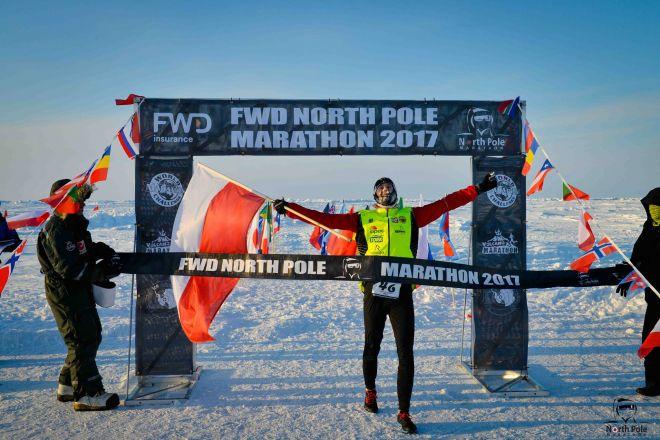Zdjęcie z artykułu: Gdynianin wygrał maraton na biegunie! Biegł przy -35 stopniach Celsjusza [ZDJĘCIA, WIDEO]