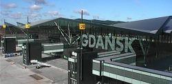 Na terenie lotniska w Rębiechowie doszło do niebezpiecznego wypadku. Mężczyzna spadł z wysokości. Jego stan jest ciężki