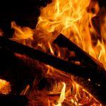 Groźny pożar w podbydgoskim Dobrczu. Właściciel posesji ma poparzoną rękę!