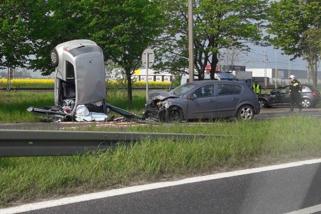 Zdjęcie z artykułu: Trzy osoby ranne w wypadku w Jasinie. Sprawca jechał w samej bieliźnie [FOTO]