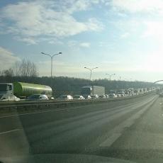 Śląskie: Seria wypadków, zamknięte drogi i ogromne korki [ZDJĘCIA]
