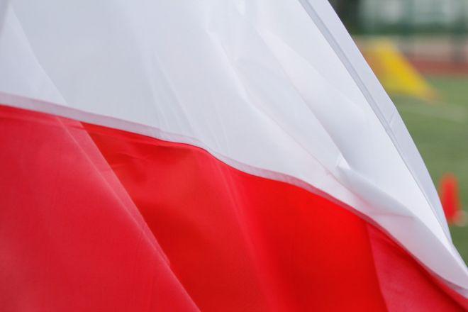 Zdjęcie z artykułu: Dzień Flagi 2 maja. Gdzie kupić polską flagę w Warszawie? [SKLEPY, ADRESY]