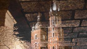 Wieże kościoła Mariackiego w odbiciu [ZDJĘCIE DNIA]