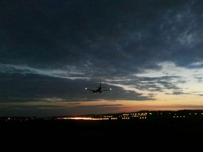 Zdjęcie z artykułu: Niebo nad lotniskiem w Balicach [ZDJĘCIE DNIA]