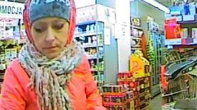 Za zakupy płaciła kradzionymi kartami. Kojarzysz kobietę ze ZDJĘCIA? Jest poszukiwana przez policję!