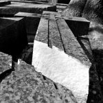 Tragiczny wypadek na jednym z cmentarzy. Płyta nagrobna przygniotła dziecko