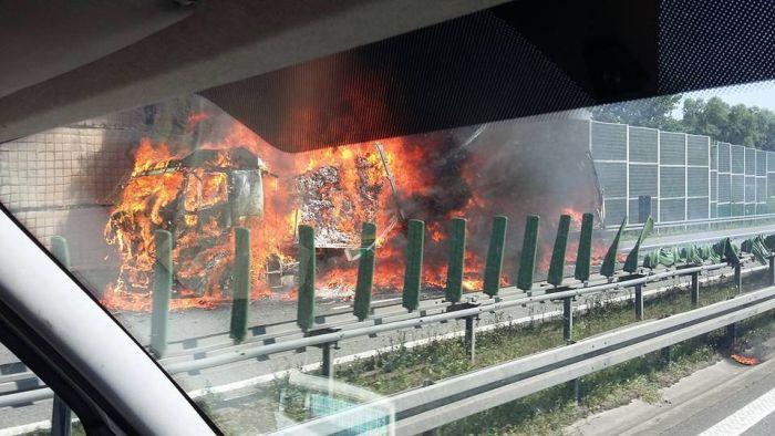 Na A4 pali się tir! Ogromne utrudnienia na obwodnicy Krakowa [ZDJĘCIA]