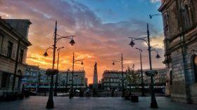Plac Wolności o zachodzie słońca