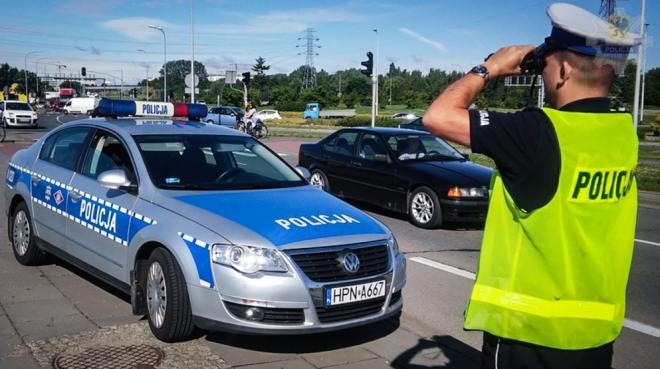 Zdjęcie z artykułu: Policjanci sprawdzają, gdzie trzymasz ręce. Można za to dostać mandat!
