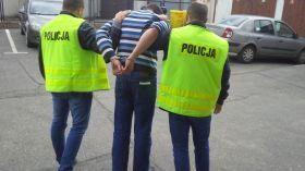 Podpalacz samochodów w rękach policji. Odpowie za zniszczenie kilku aut
