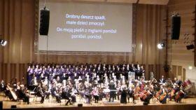 """Owacje dla wykonawców i kompozytora """"Harf Papuszy"""""""