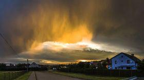 Zachód słońca skąpany w złotym deszczu [ZDJĘCIE DNIA]