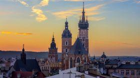 Zachód słońca nad wieżami kościoła Mariackiego [ZDJĘCIE DNIA]