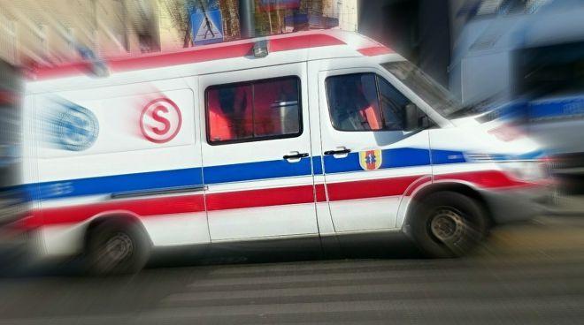 Zdjęcie z artykułu: Śmiertelny wypadek na Mokotowie. Rozpędzony samochód wjechał w słup tramwajowy. Nikt nie przeżył
