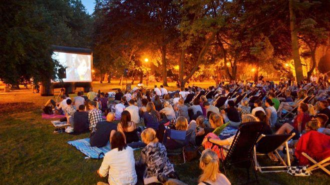 Gorzów: Kino w plenerze pomysłem na randkę. Do obejrzenia komedia romantyczna