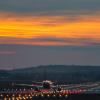 Zachód słońca nad lotniskiem w Balicach [ZDJĘCIE DNIA]