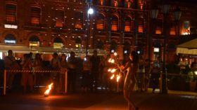 Łódź: Noc Świętojańska w Manufakturze. Pokazy ognia i laserów, występy oraz lodowa rzeźba kwiatu paproci [SZCZEGÓŁY]