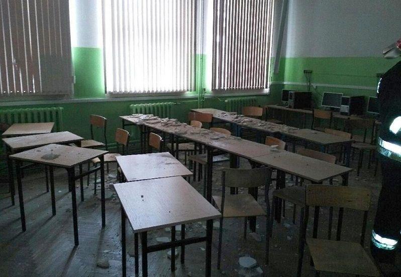 W Gimnazjum nr 61 w Poznaniu spadł fragment sufitu
