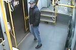 Poszukiwany męzczyzna, który napadł obcokrajowca w tramwaju