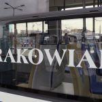"""""""Papieski"""" Krakowiak utknął na torowisku"""