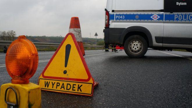 Tragiczny wypadek na autostradzie A4  na granicy Katowic i Chorzowa. Nie żyje jedna osoba.