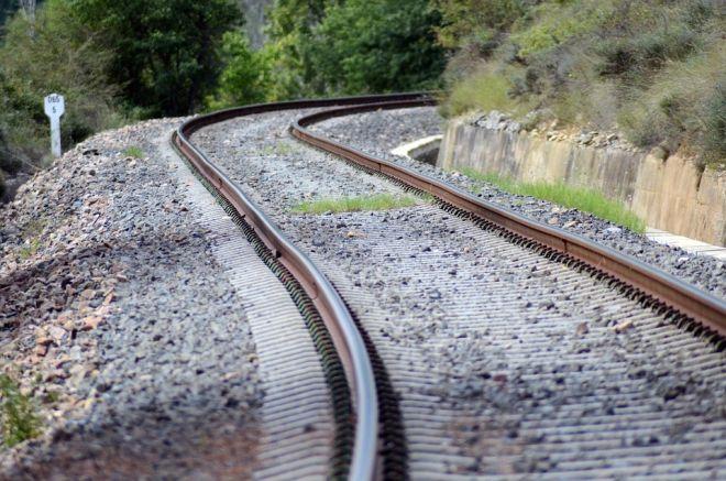 Zdjęcie z artykułu: Dąbrowa Górnicza: Mężczyzna został wciągnięty pod koła pociągu. Jego stan jest ciężki