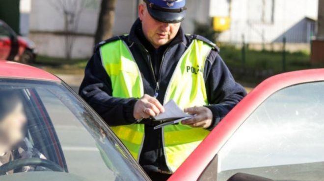 To już nie są żarty! Policja wlepia mandaty za jazdę lewym pasem
